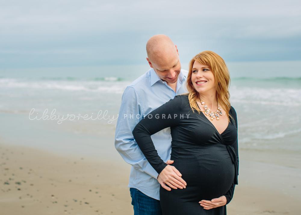 December Sea| Winter Maternity Shoot at the Beach
